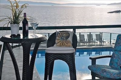 Luxury Ocean Front~ Enchanting Panoramic Views~Spa~Pool~Tennis~Awesome Lanai