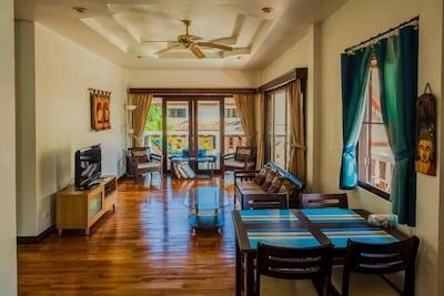 Rom Yen Guest House -Living/Dining room