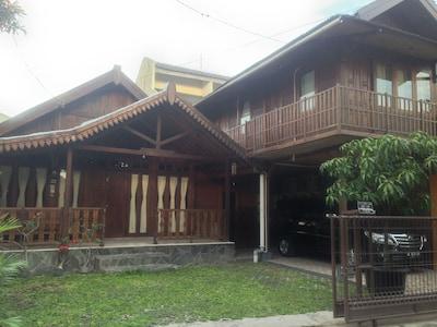 3 Bedroom Family Guesthouse, Yogyakarta