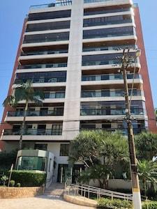 Apto Riviera - Perto da praia - modulo 6 c/ 3 suites c/ar cond. varanda Gourmet