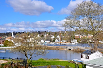 Charming Historic House in Downtown Mystic