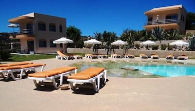 Kefalosbay Résidence: appartements, vue de la piscine.
