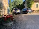 Parking privatif et facile entre les deux maisons