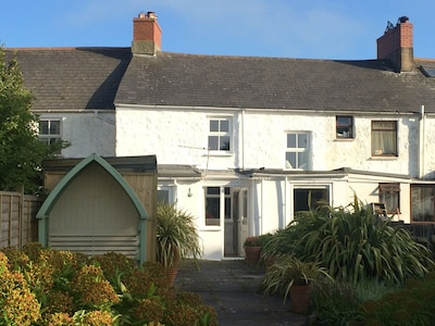 Pretty Cottage Near Hayle And St Ives, Cornwall, England.  Dog friendly!
