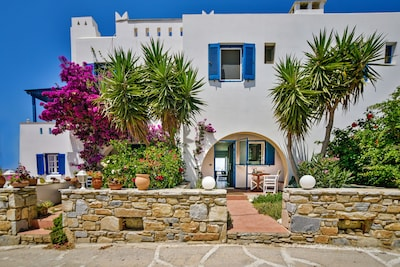THE HOUSE IS IN A SMALL AND VERY QUIET ROAD, A 7 MINUTE WALK TO THE BEACH