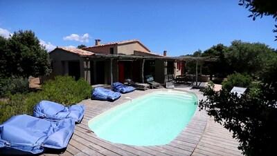 Vue globale, Piscine chauffée - Villa à Bonifacio