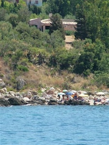 La villa se trouve à 50 mètres de la mer