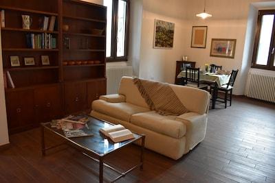 Laura's House è un ampio spazio luminoso a soli 900 m. dal Giardino di Boboli.