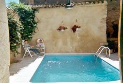 Mediterranean courtyard - sun, heat and water
