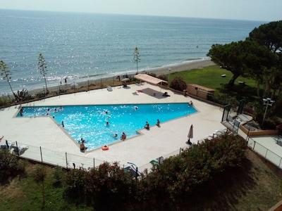 piscine privée sécurisée et entièrement rénovée