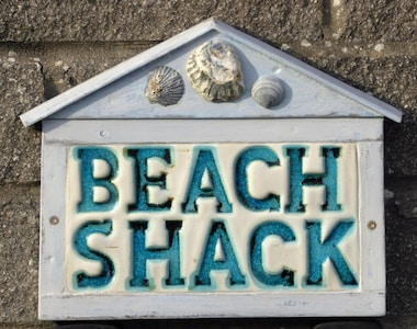 The Beach Shack. Beachy chic! Wi fi + fresh cotton bedding included in the cost.