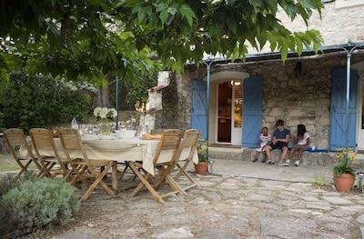 Mas / Maison, convient à 2 familles, piscine privée et jardins, paisible, spacieux