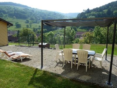 Tonnelle 3m x 3m, salon de jardin, transats, barbecue