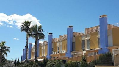 Moderne Strandvilla mit 3 Schlafzimmern und fantastischem Meerblick in Aguamarina