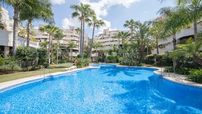 Luxury TOP FLOOR apartment with sunny 100m2 terrace and private jacuzzi