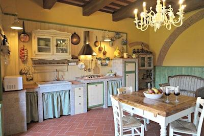 """""""Casa Torre dell'Orologio""""  in borgo Medievale vicino Pisa,Lucca,Firenze"""