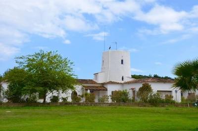 Lloret De Mar: Grande maison avec tour, jusqu'à 12 personnes, idéale grandes familles.