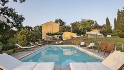Agriturismo La Tinaia Appartamento adatto alle famiglie, luminoso, facile accesso a Firenze