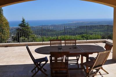 Magnifique vue mer panoramique, piscine chauffée, meublé classé 5 *****, calme