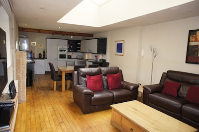 Large Living Space, 3 En-suite Bedrooms, Patio Garden With Views, 3 Car Parking