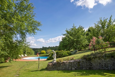 Villa L'Arco: view from the pool over the green hills of Umbria