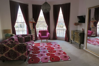Boutique Large Studio Flat With Balcony in Central London,Pimlico, Victoria. Near the Kings Road.
