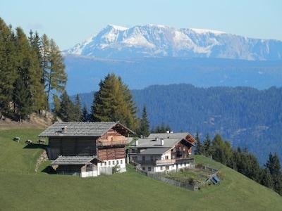 Gigglhirnhof  mit Blick auf die Sarntaler Alpen