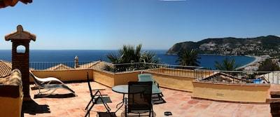 Casa junto al mar, casa andaluza vista al mar, admite mascotas, casa con piscina.