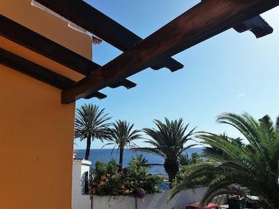 Waterfront/Beachfront house, terrace, patio, quiet, facing southwest, WiFi