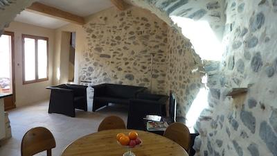 Sitzecke in Wohnküche mit Blick zur Terrasse