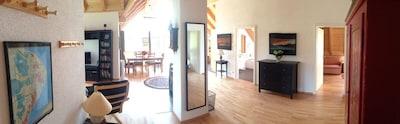 Wohnraum-Panoramasicht, Blick vom Eingang in die Wohnung