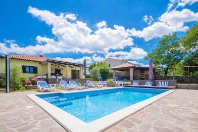 Warme Sommertage in Istrien in einen Privaten Garten mit Pool