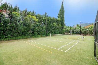 Terrain multisports : mini-tennis, foot, basket, volley, badminton...