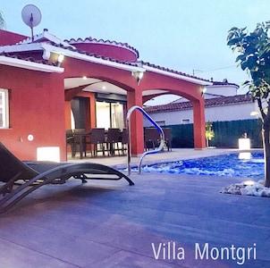 """""""Villa Montgri"""" in Empuriabrava Weitere Infos unter www.solempuria.com"""