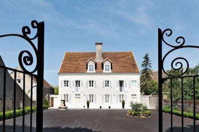 19 century villa - High standard. Close to Beaune