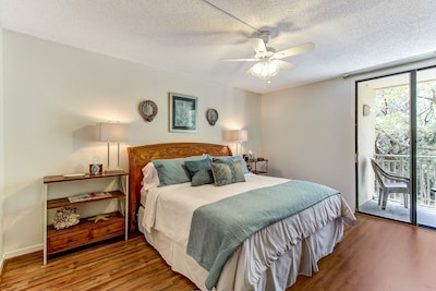 Masterbedroom-king Size Bed and On Suite Bath and Dressing Area-Walk in Closet