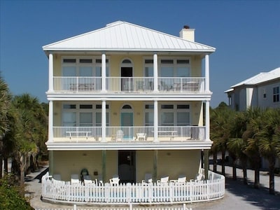Mango Mansion is a horizontal duplex: Mango II top floor / Mango I middle floor