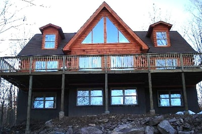 Real Log Cabin Home Facing  The Lehigh River With 3500 Sq Ft. Secluded Area!