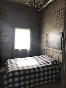 Queen bed , downstairs bedroom