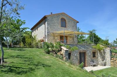 Im original Toskanalandstil neu aufgebaute luxuriöse, freistehende Villa