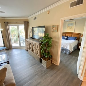 """Spacious 1 BR with 65"""" SmartTV and King Size Bed, Queen Sofa Bed and Murphy Bed"""