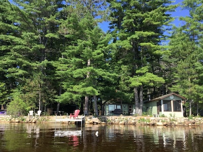 Round Lake Family Cottage, near Bonnechere, Foy and Algonquin Provincial Parks