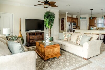 """Large open floor plan with 2 sofas and large area to relax!  52"""" TV, free wifi"""