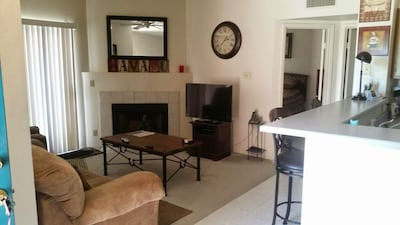 1 bedroom condo walking distance to the beach and lake.  Pool, tennis, bbq's.