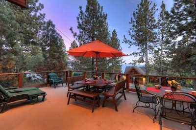 Spacious Outdoor Deck w/Lake View and Plenty of Seating!