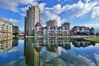 Sunset Waterfront Resort - The best location in Kelowna