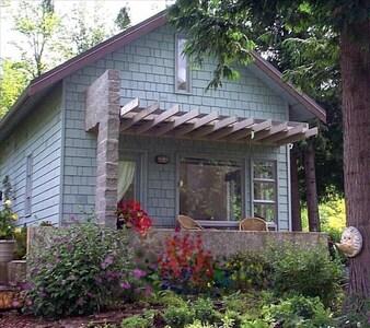 Glen Echo Garden, Bellingham, Washington, USA