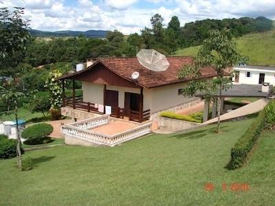 Casa com 5 Quartos   Vista para Pedra Grande
