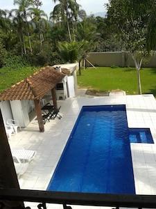 Casa em condomínio fechado na praia de Pernambuco - Guaruja