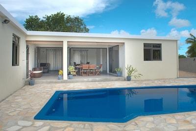 Villa Rosa, private pool, relax, swim, alfresco dining, sun bathe, sun lounges